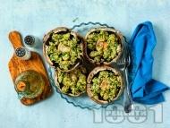 Рецепта Пълнени гъби с крема сирене, маринован консервиран артишок, заквасена сметана и лук